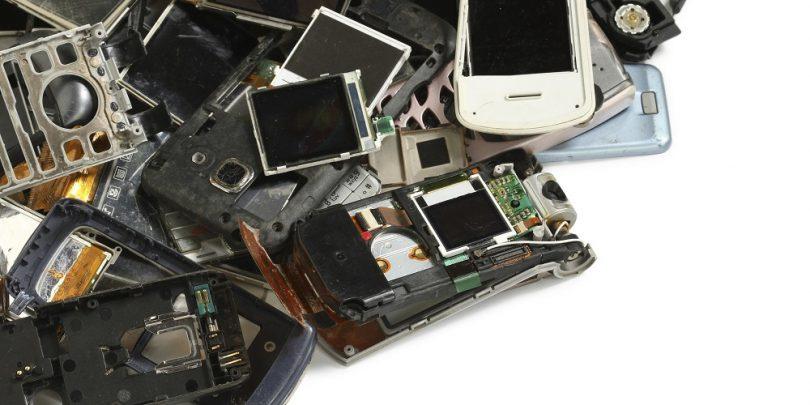 smartphones jogados fora