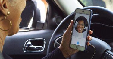 Motoristas deverão tirar selfies para comprovar identidade antes de entrar no serviço ou aceitar passageiros.