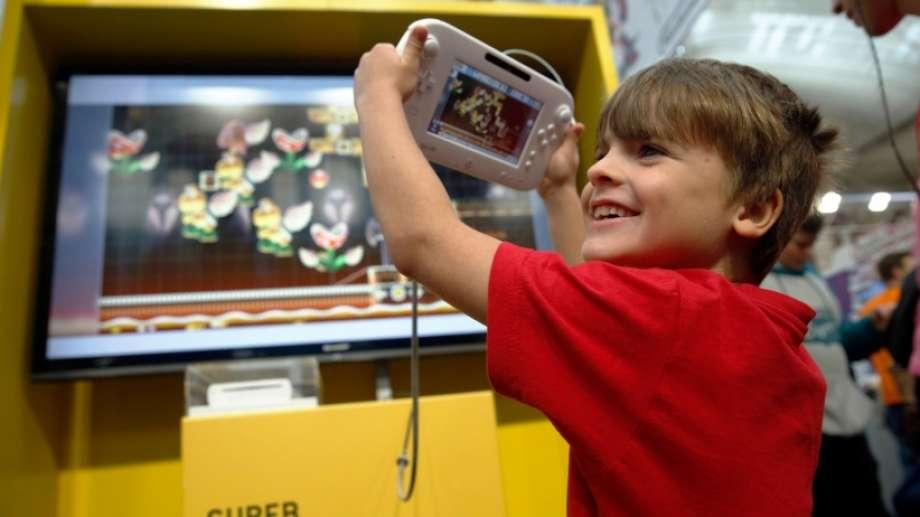 No primeiro vídeo de lançamento do Switch a Nintendo fez questão de disvincular a imagem do seu novo aparelho com a de brinquedo para crianças.
